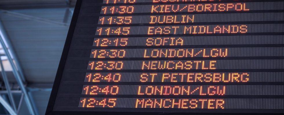tableau départs avion